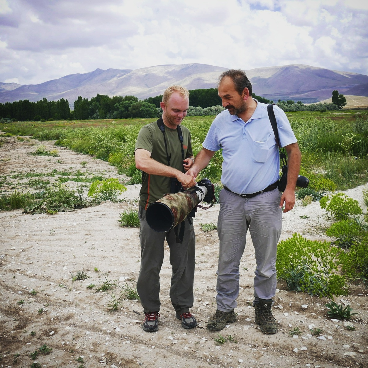 Ahmet (right) shows Noah the weight of his camera lens. Noah Strycker
