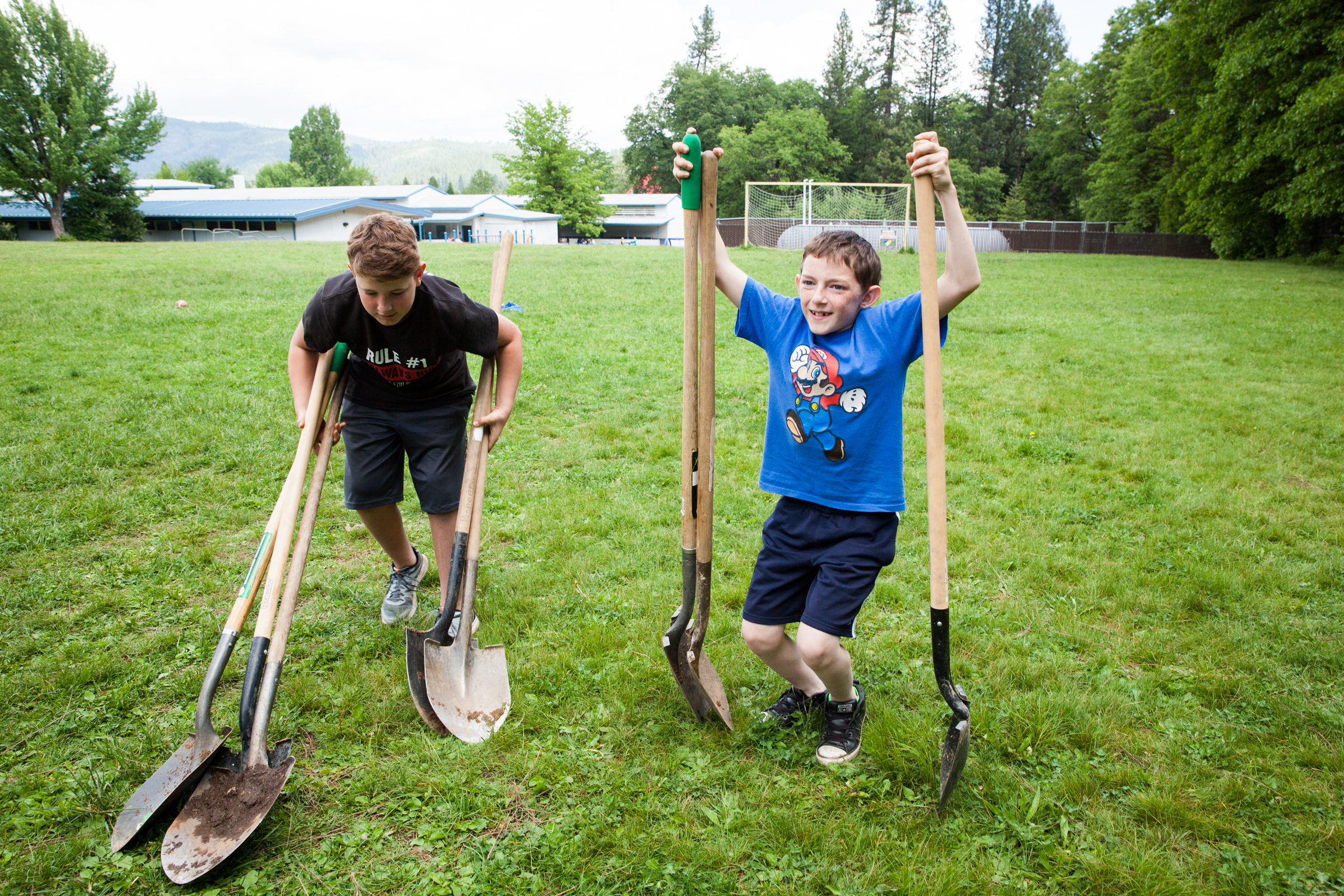 Holden Hutcherson (left) and Andrew Wyckoff during the Big Dig planting day at Quincy Elementary School in Quincy, Calif. Maggie Starbard