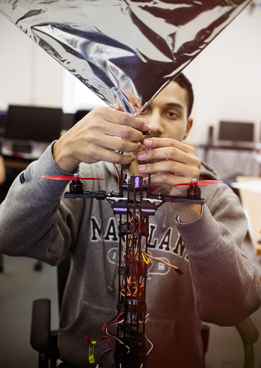 Alex Holness, a Ph.D. student in the Mechanical Engineering Department at the University of Maryland, makes final adjustments to the tail of Robo Raven V, which has self-adjusting features to manage wind. Mike Fernandez/Audubon