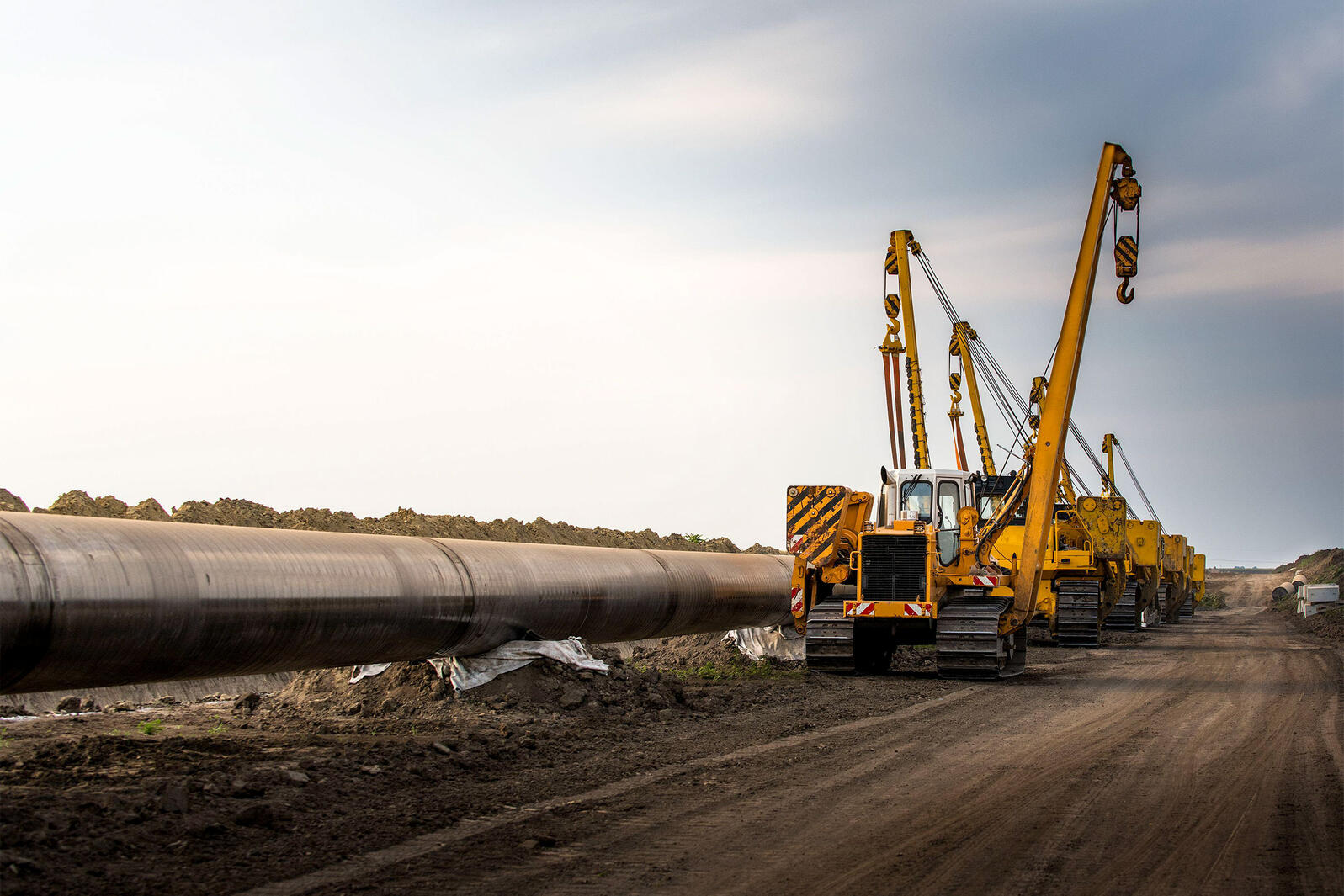 Oil pipeline being constructed. Dusan Kostic/Alamy