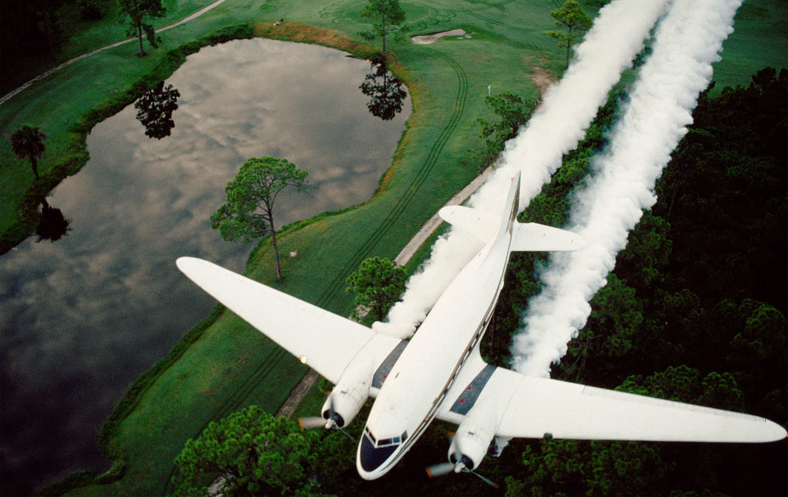 Spraying airplanes put out a mixture of diesel fuel and Malathion over Lee County, Florida Gulf Coast. Grant Heilman Photography/Alamy