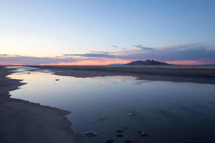 Sunset on drying lakebed of Great Salt Lake. Sunset at Great Salt Lake. Photo: K. Lofgren/Inhabitat