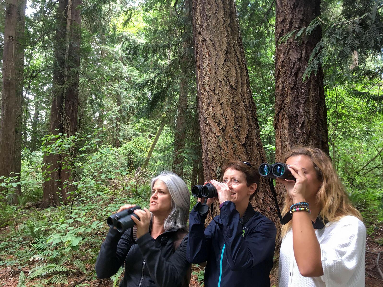 North Carolina Audubon field organizer Kim Brand, climate ambassador Mary Abrams, and volunteer Sarah Ramsey birding in Seward Park. Kelly Knutson/Audubon
