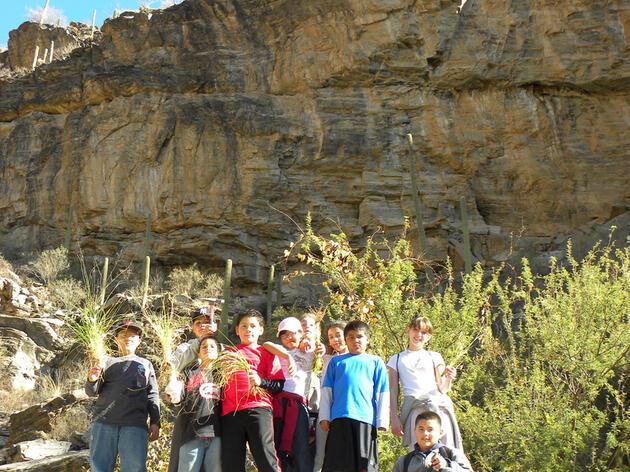 Niñoshispanos de Tucson, Arizona participando en Toyota Together Green Toyota TogetherGreen