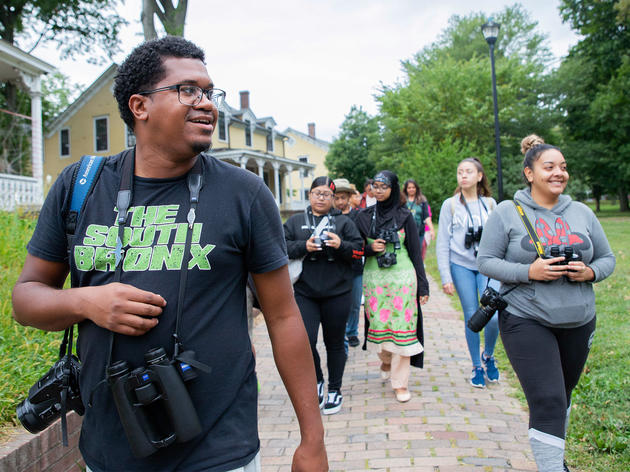 Jason Ward, Fund II Apprentice, leads a bird walk for students and parents from the Bronx Documentary Center on Governors Island. Dominic Arenas/Audubon