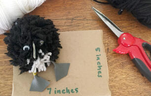 How to Make a Puffling Pom Pom