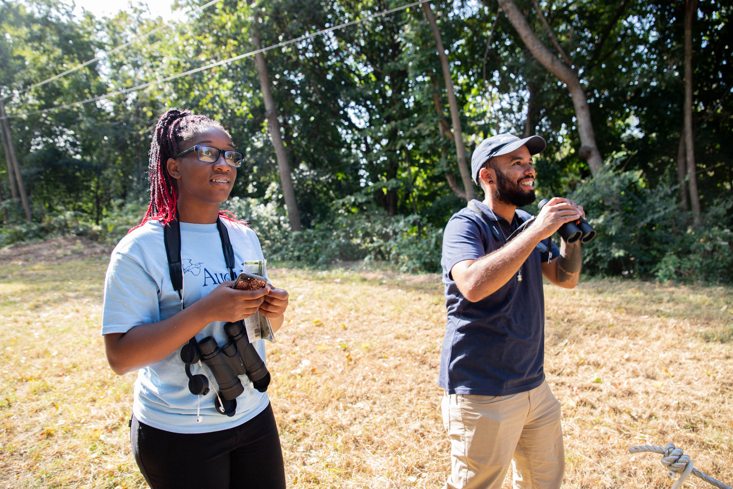 India Dancy (left), volunteer at the Discovery Center, teams up with Jose Santiago (right), Fund II Apprentice, during a friendly bird-off competition in Philadelphia. Dominic Arenas/Audubon