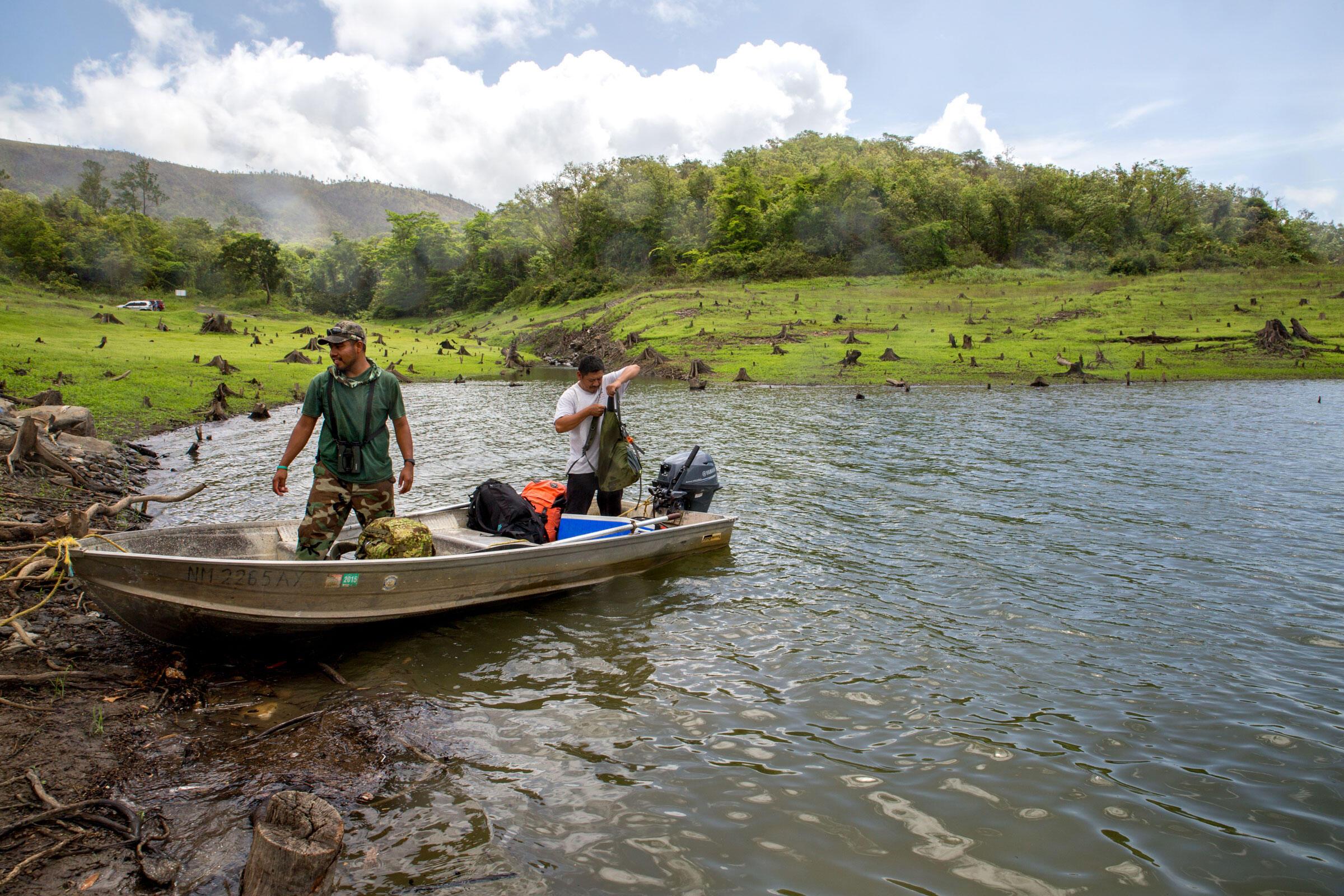 Isael Mai (left) and Luis Mai prepare for the journey upriver. Camilla Cerea/Audubon