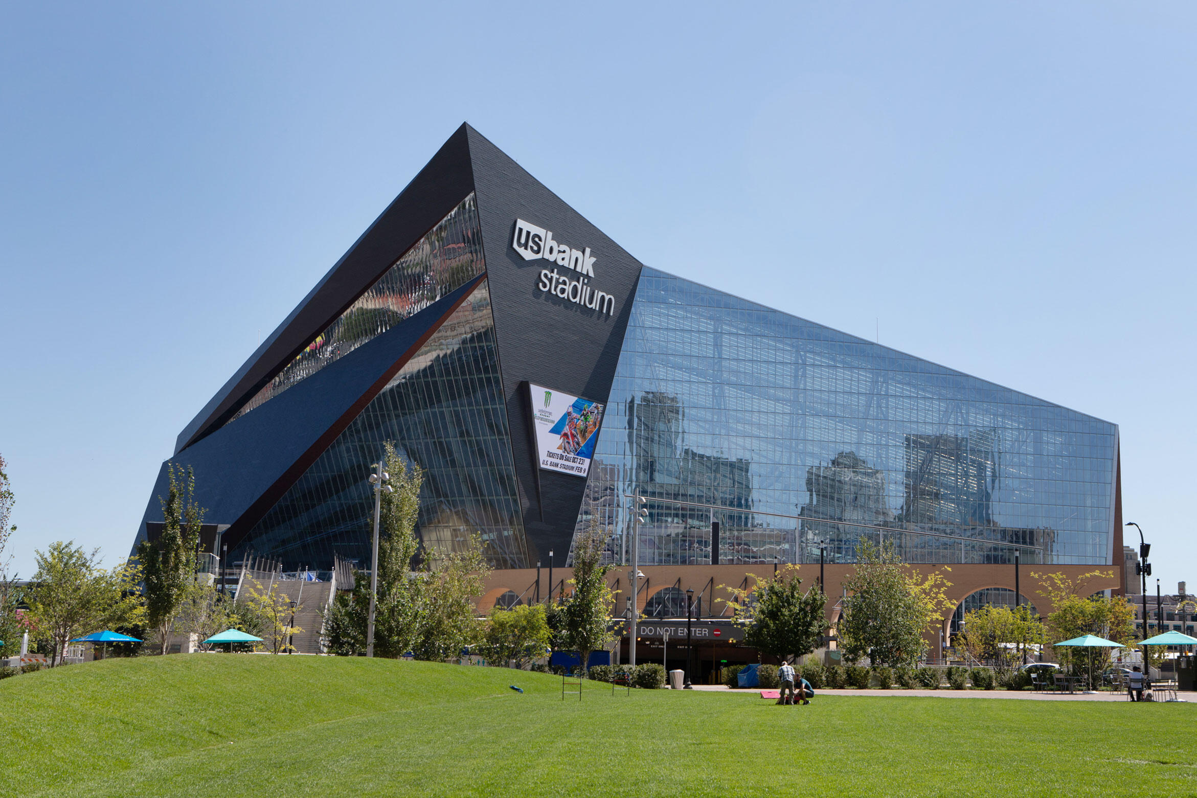 In addition to mirroring the sky, the windows of U.S. Bank Stadium also reflect nearby vegetation. Birds that are foraging may fly into the illusion of trees. Camilla Cerea/Audubon