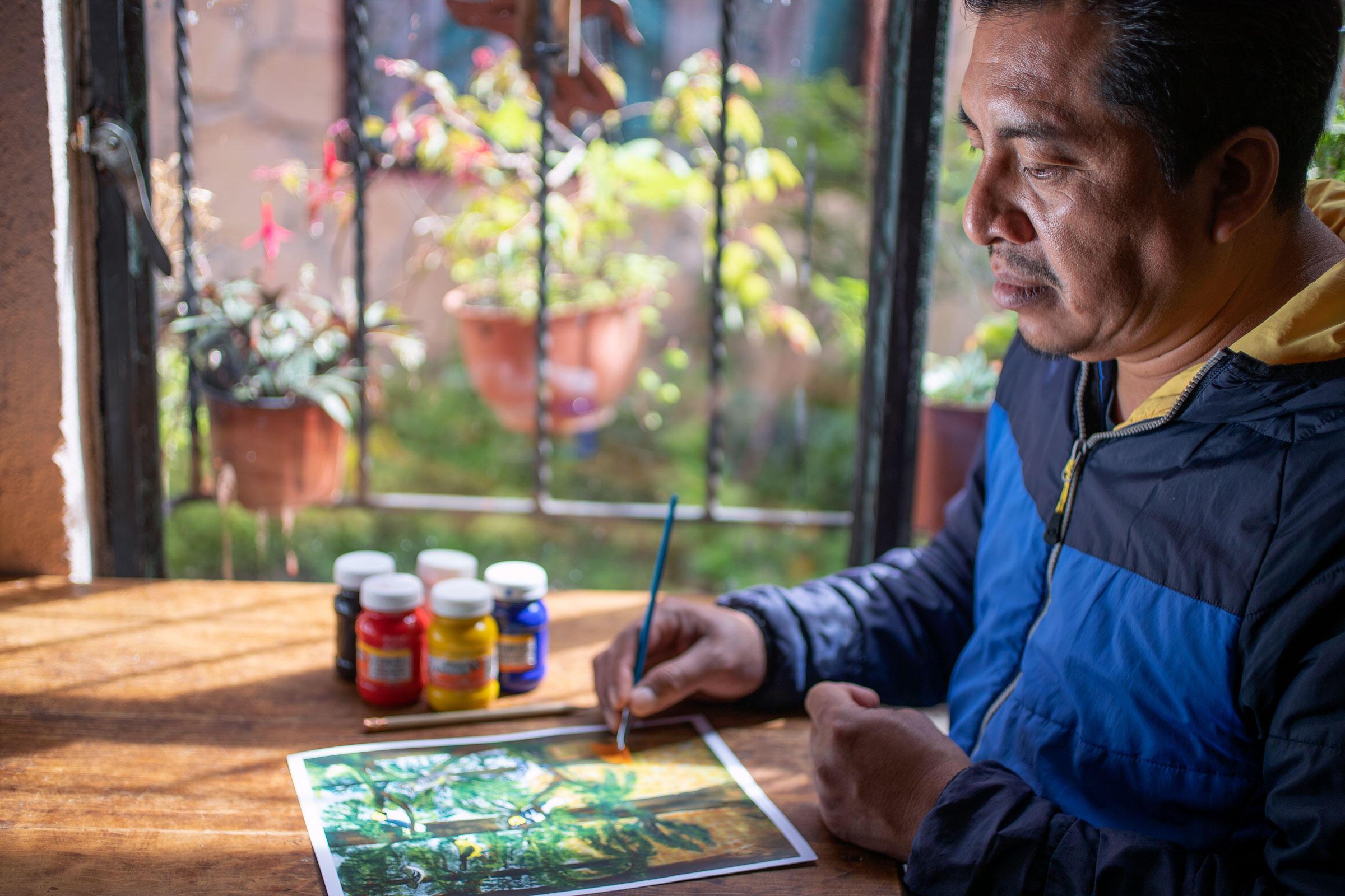 José Raúl Vázquez painting at his home in San Cristóbal de las Casas, Chiapas. Jorge Silva Rivera