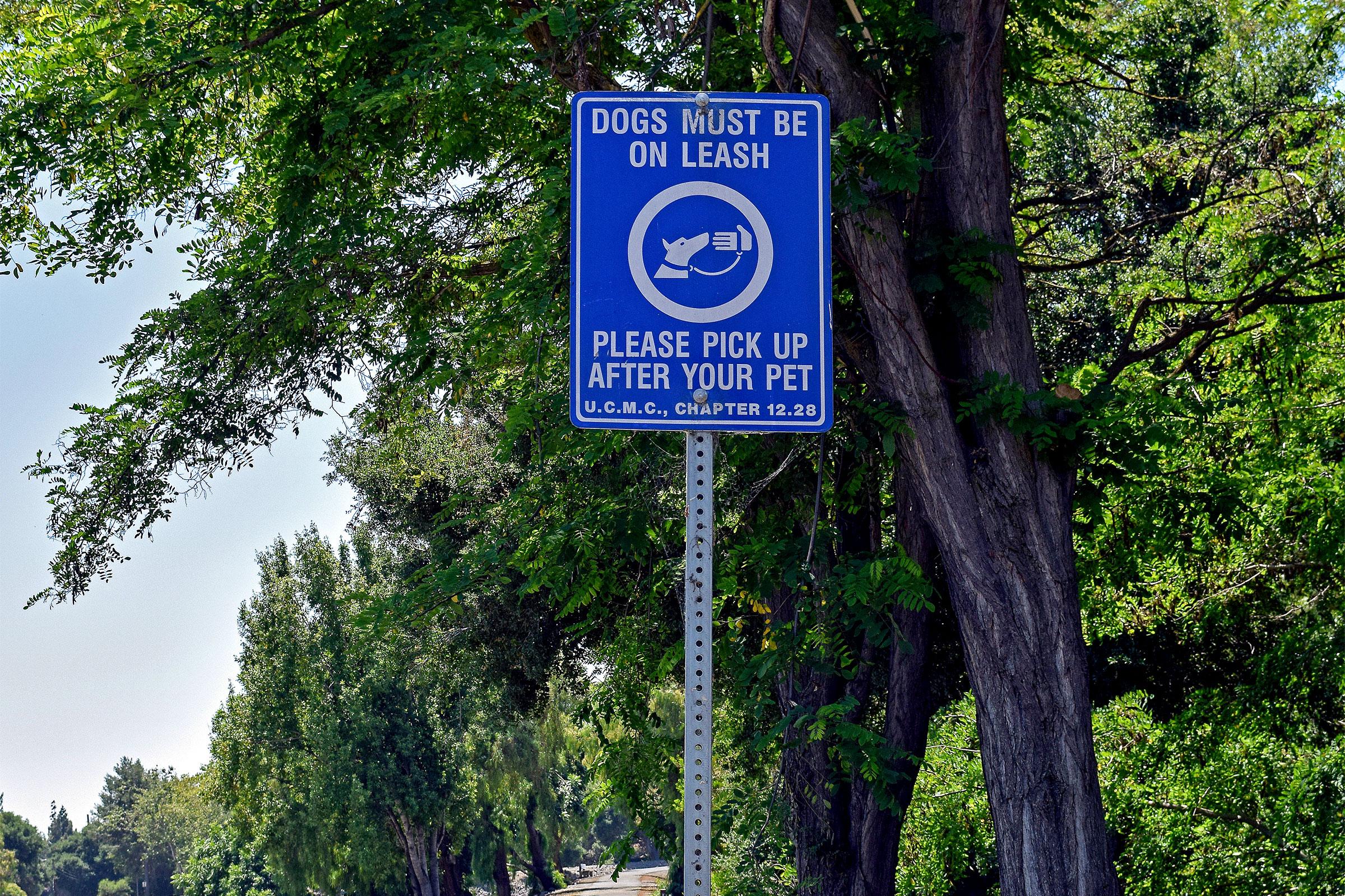 Leash mandate notice in a California park. Robert Clay/Alamy