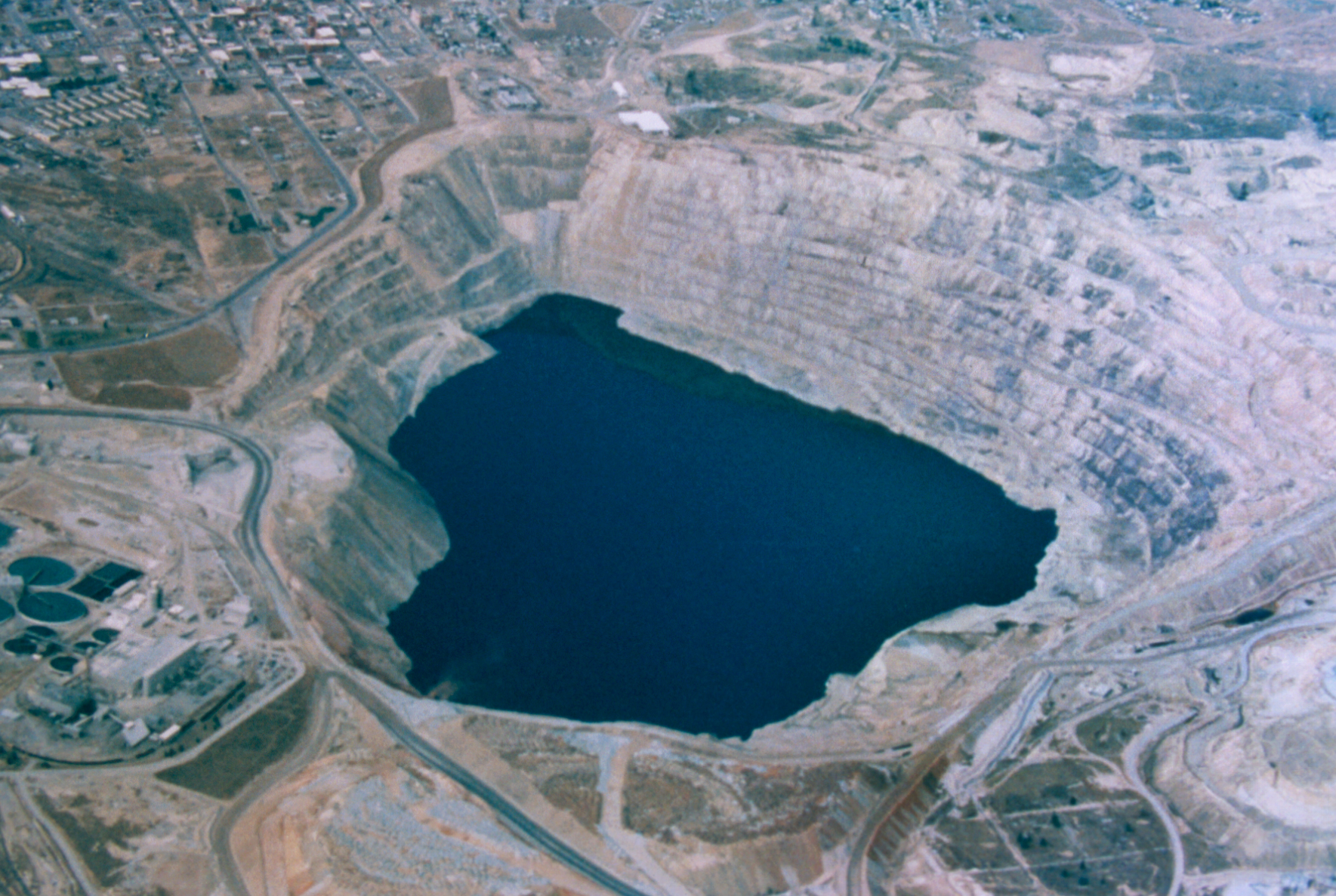 Aerial of Berkeley Pit looking south west in October 1998. Ted Duaime/Montana Bureau of Mines and Geology