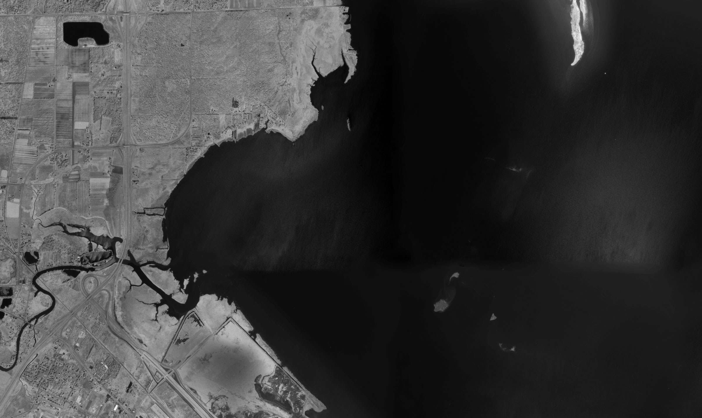 Aerial images of Lower Green Bay from 1960 (top) and 1978 show the loss of island and wetland habitat in the Cat Island chain. Brown County Planning & Land Services Department