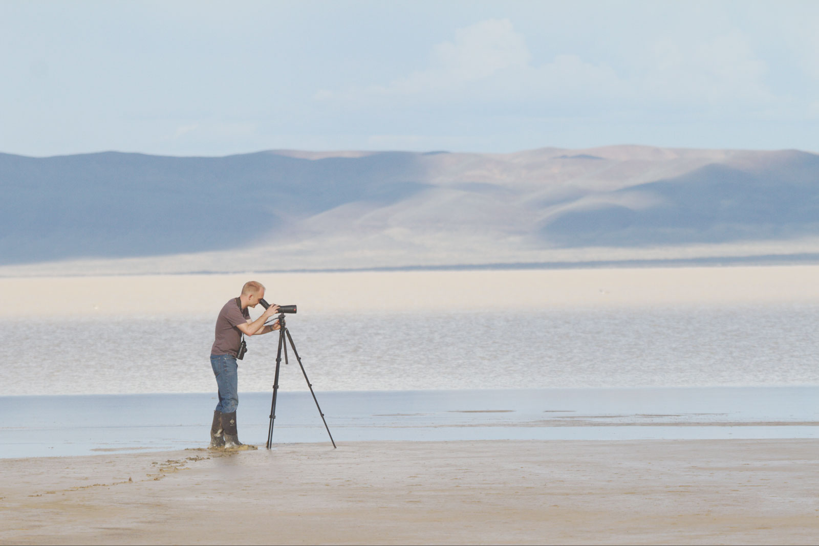 Noah Strycker scopes for migrating waterfowl at Alvord Lake southeast of Malheur National Wildlife Refuge in Harney County. Bob Keefer